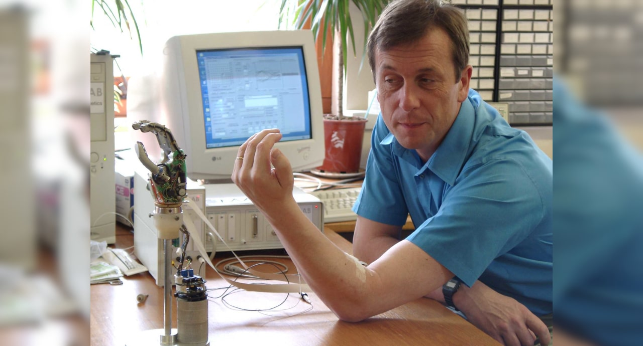 The First Cyborg Kevin Warwick: I was able to give a robot a biological brain