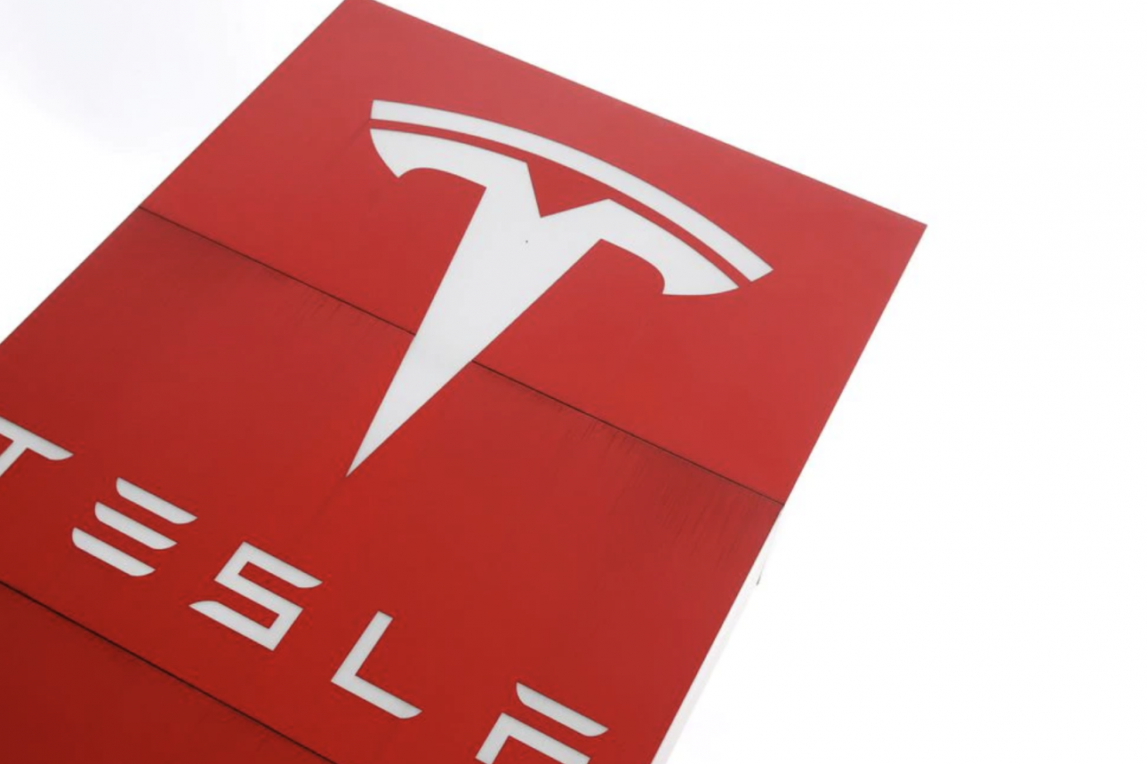 Consumer Reports says Tesla's 'Full Self-Driving' software lacks safeguards