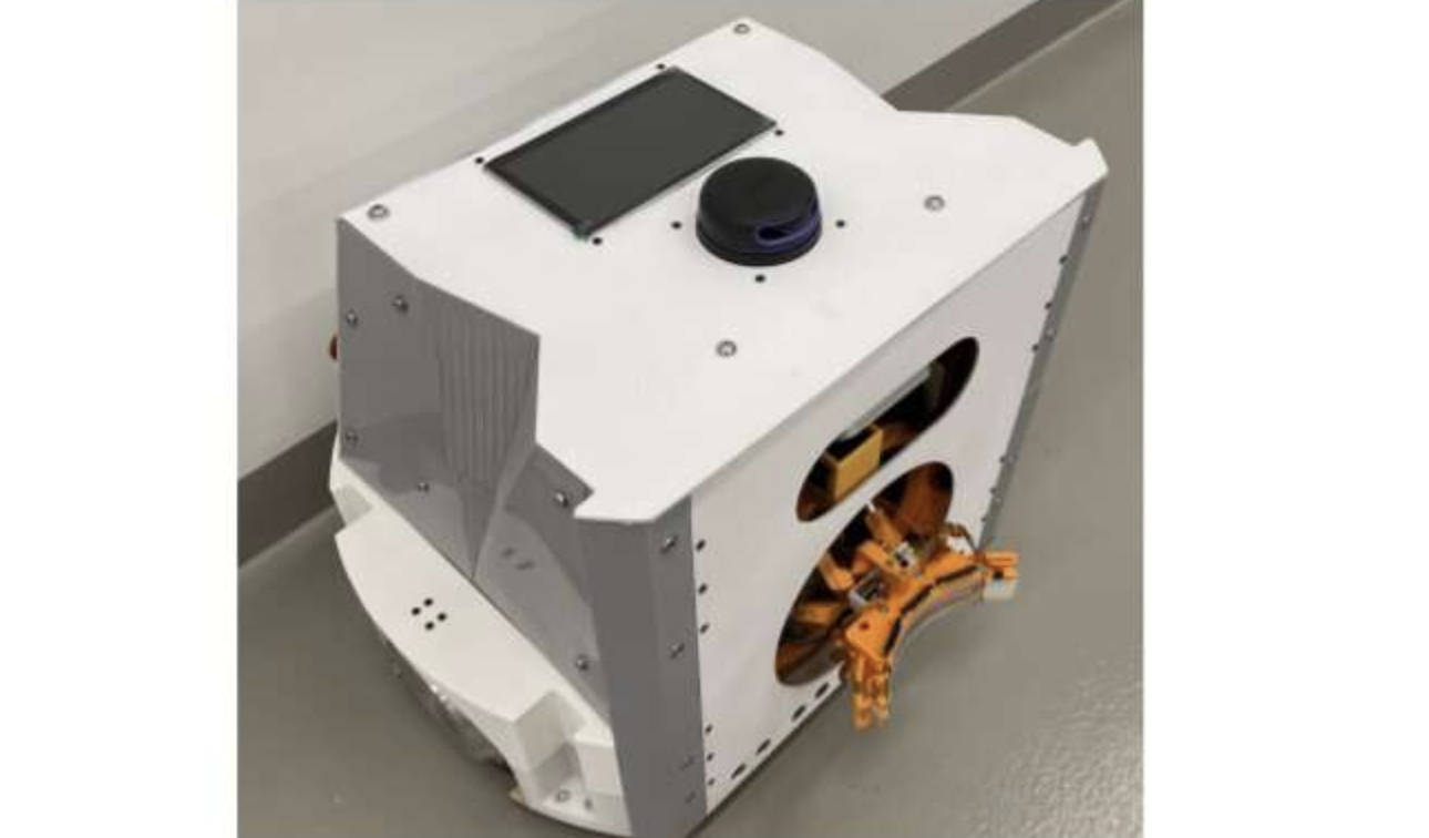 An autonomous System that can reach Charge Mobile Robots without Interrupting their Missions